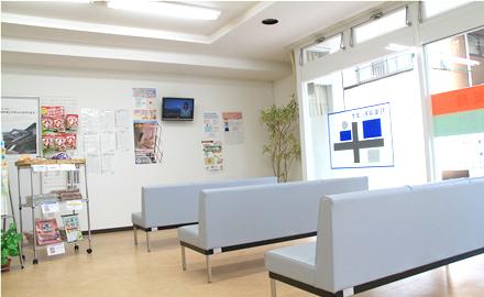 うさぎ薬局 湯川店の明るく広いスペース