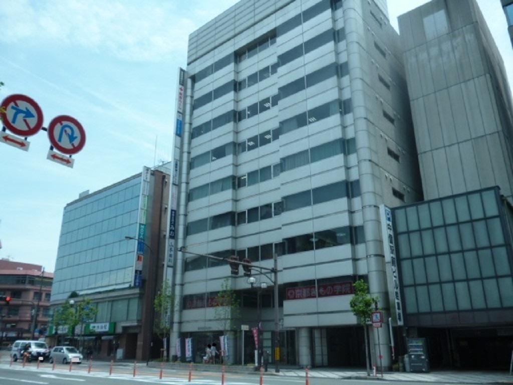 わかくさ薬局京都本店の薬局が入るビルの外観