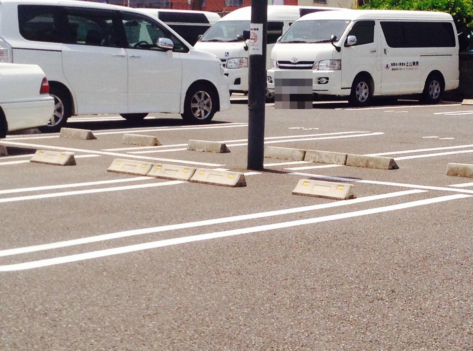 マリンバ調剤薬局宇宿店の駐車場(隣接病院の駐車場)